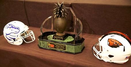 Sheraton_hawaii_bowl_trophy_medium