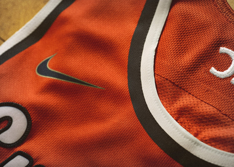 Nike_2014_ncaa_bball_kits_cuseorng_det_2_v_detail_medium