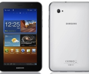 Galaxy Tab 7.0 Plus front and back