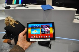 Galaxy-tab7p7-hands-on500pn_medium