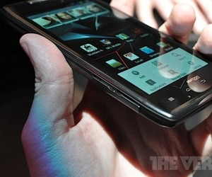 Droid RAZR hands on