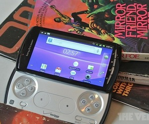 Xperia Play main mirror friend (1000px)