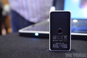 Gallery Photo: Logitech Cube mouse hands-on pictures
