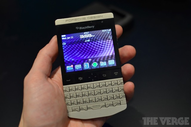 Gallery Photo: Porsche Design BlackBerry P'9981 hands-on pictures