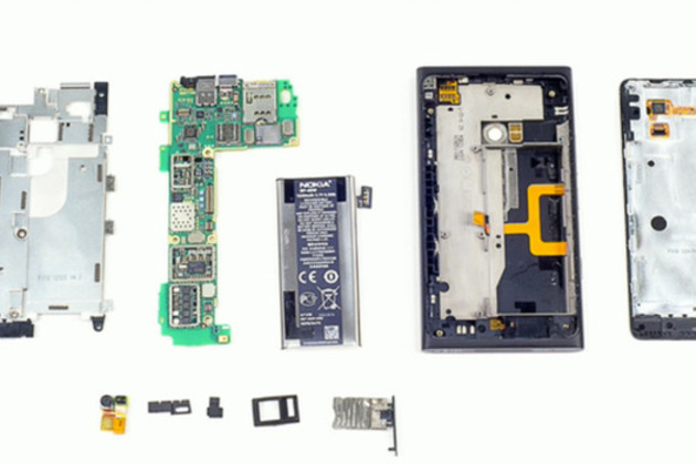 Nokia Lumia 900 teardown by TechRepublic