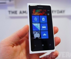 nokia lumia 800 white_640