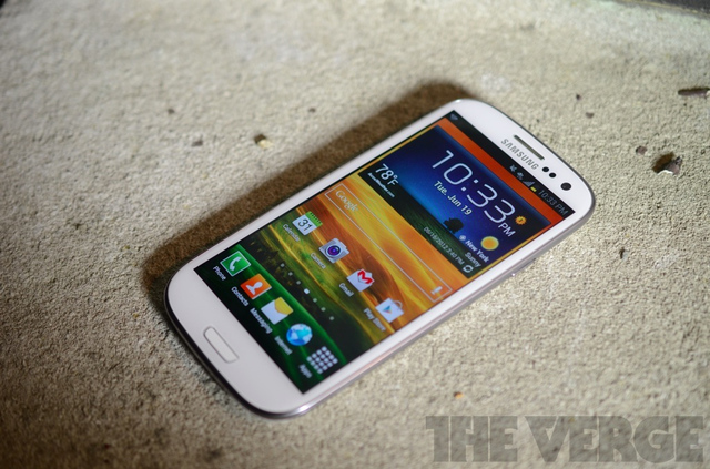 Gallery Photo: Samsung Galaxy S III for AT&amp;T pictures
