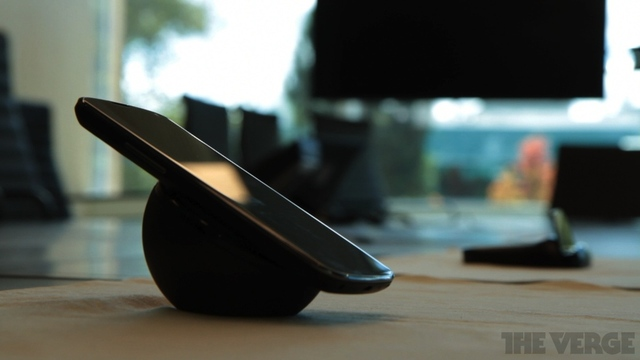 Gallery Photo: Wireless Charging Dock for Nexus 4 photos