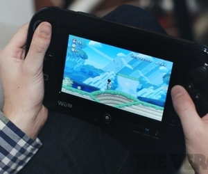 Nintendo Wii U on lap (800px)