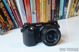 Sony NEX-6 hero (1024px)