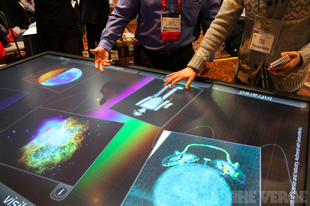 Gallery Photo: 3M 84-inch multitouch table (hands-on)