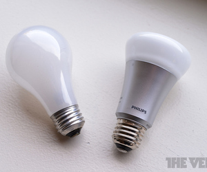 Philips LED light bulb vs incandescent stock 1020