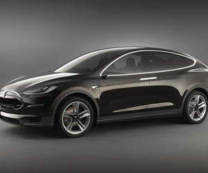 Tesla Model X 4