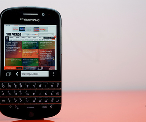 BlackBerry Q10 hero (1024px)