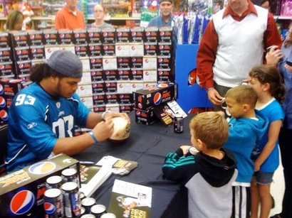 Alualu_signing_kid_s_football_medium