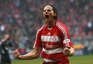 van Buyten celebrates his goal