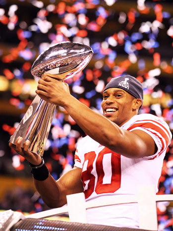 Victor_cruz_superbowl_trophy_medium