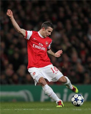 Robin-van-persie-commitment-gives-arsenal-lifeline-56672_medium