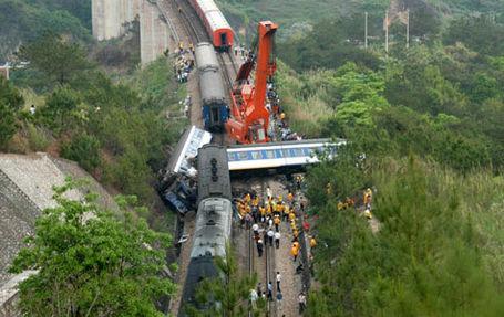 China_train_crash_medium