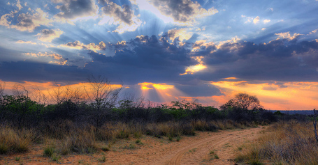 1280px-crepuscular_rays_at_sunset_near_waterberg_plateau_edit_medium