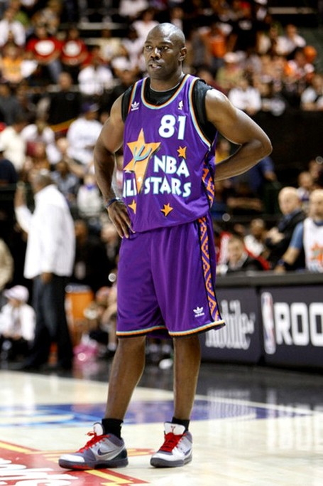 Terrell-owens-kobe-iv-chaos-all-star-celebrity-game-022_medium