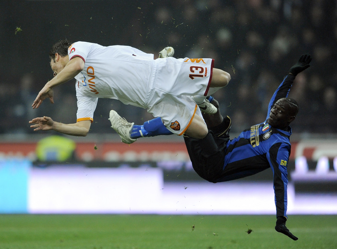 Balotelli and Motta try for the ball