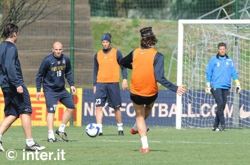 Maco and Chivu are back in full training