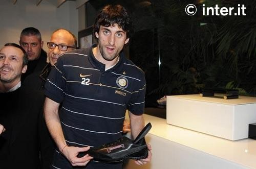Milito hawking shoes in Palermo