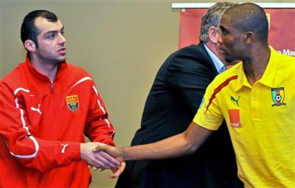 Eto'o and Pandev shake hands before taking to the field against each other