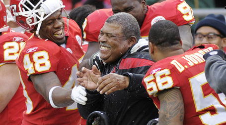 Romeo_crennel_gatorade_bath_ssp15_medium