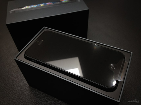 Apple-iphone-5-unboxing-2_medium