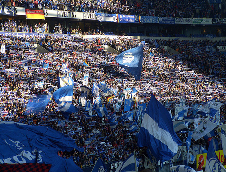 789px-schalke_04_fans_664_medium