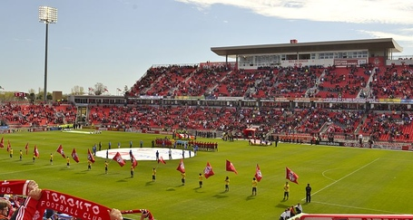 800px-toronto_fc_anthems_bmo_medium