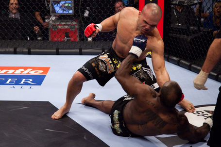 104_melvin_manhoef_vs_robbie_lawler_medium