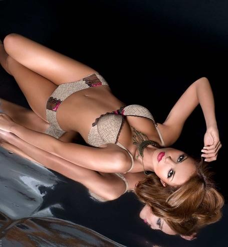 Klaudia-el-dursi-mat-lingerie-3_medium