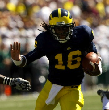 Michigan-qb-denard-robinson-stiff-arms-opponent_medium