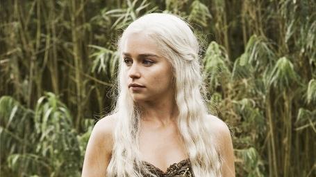 Daenerys_targaryen_medium