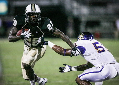 Os-ucf-running-back-latavius-murray-slips-past-the-east-carolina-joshua-c-cruey-orland-20121007_medium