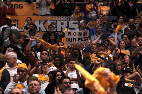 Fc315ad1a270f0f860a533725db08791-getty-86316831ng046_rckts_lakers_medium