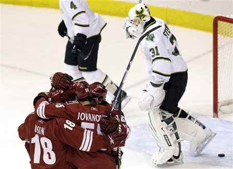 44420_starts_coyotes_hockey_medium