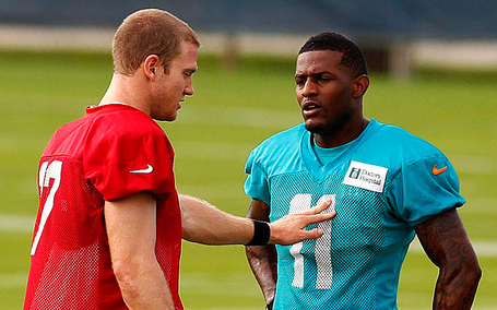 Tannehill-mike-wallace-force-pass_medium