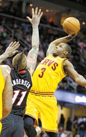 Dion_waiters_dunks_on_chris_andersen_medium