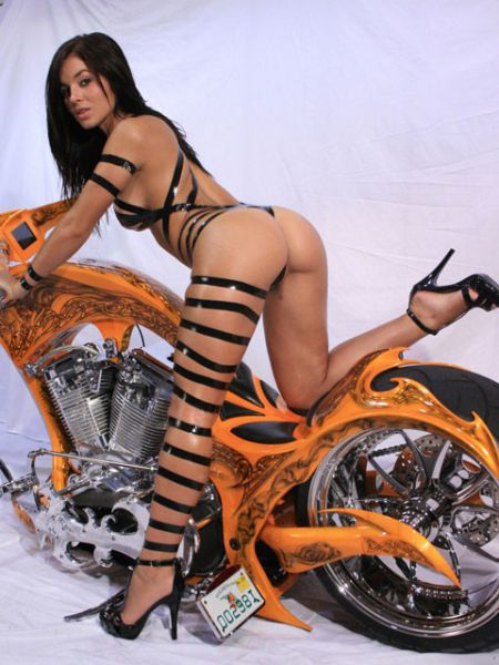 The_hottest_half_naked_biker_babes_640_14_medium