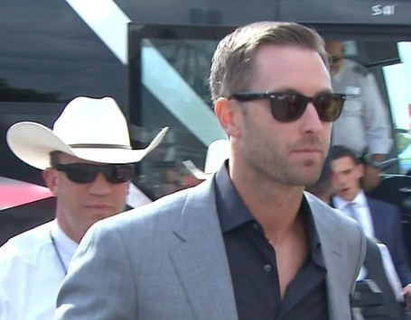 Kliff-kingsbury-bus_medium