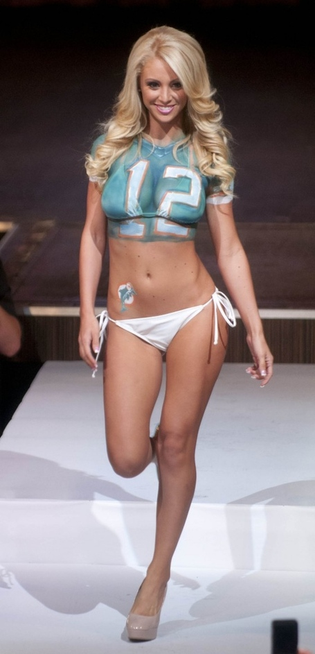 Miami-dolphins-cheerleader-2013-fashion-show--18-560x1161_medium_medium