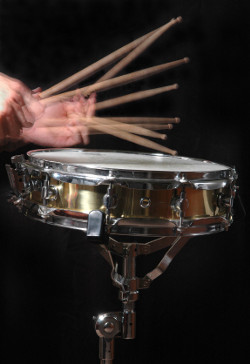 Drum_roll_with_hands_medium