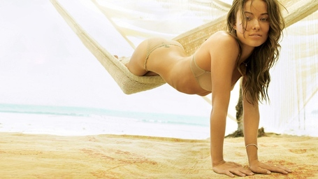 Olivia_wilde_photo_shoot_at_beach_medium