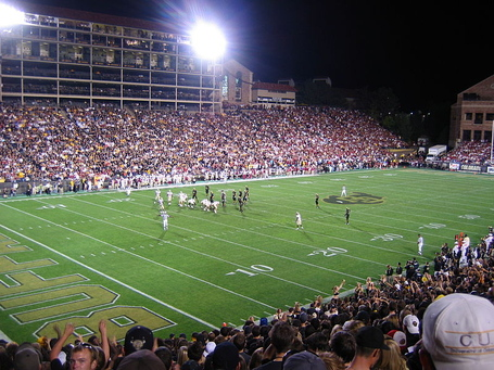 800px-colorado_buffaloes-folsom_field_cu-fsu_2007_jpg_medium