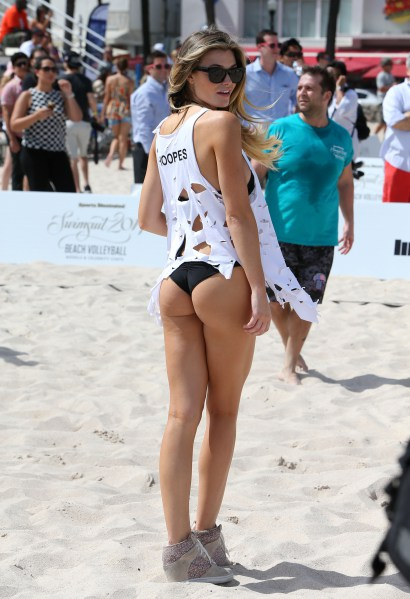 Samantha-hoopes-si-swimsuit-model-022014-4_medium