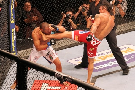 Vitor-belfort-acertando-dan-henderson-foto-willian-lucas-ufc1_medium